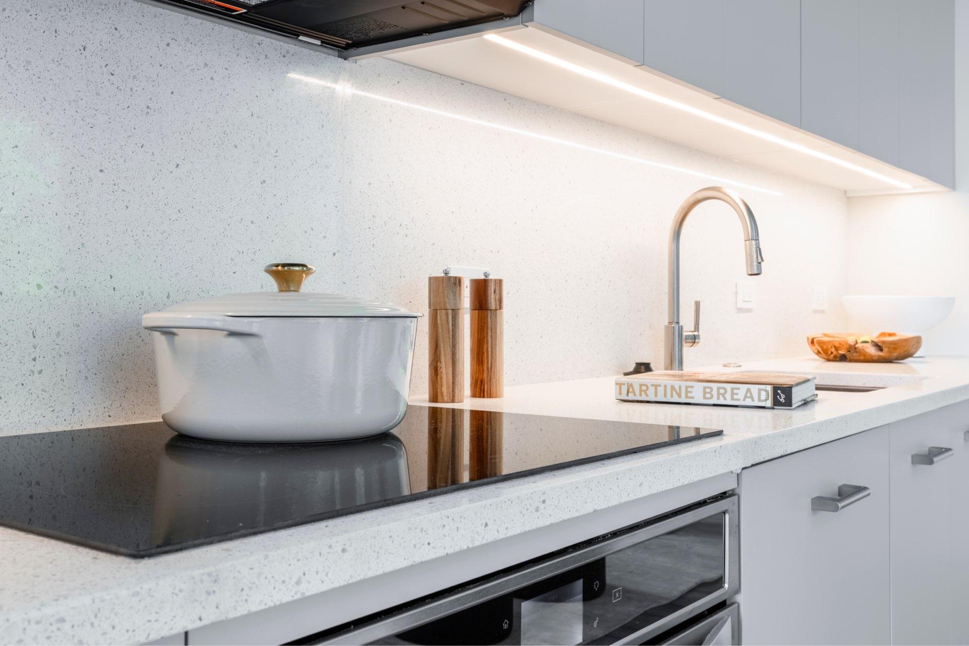 Full-sized Miele/Bosch/Whirlpool kitchen appliances